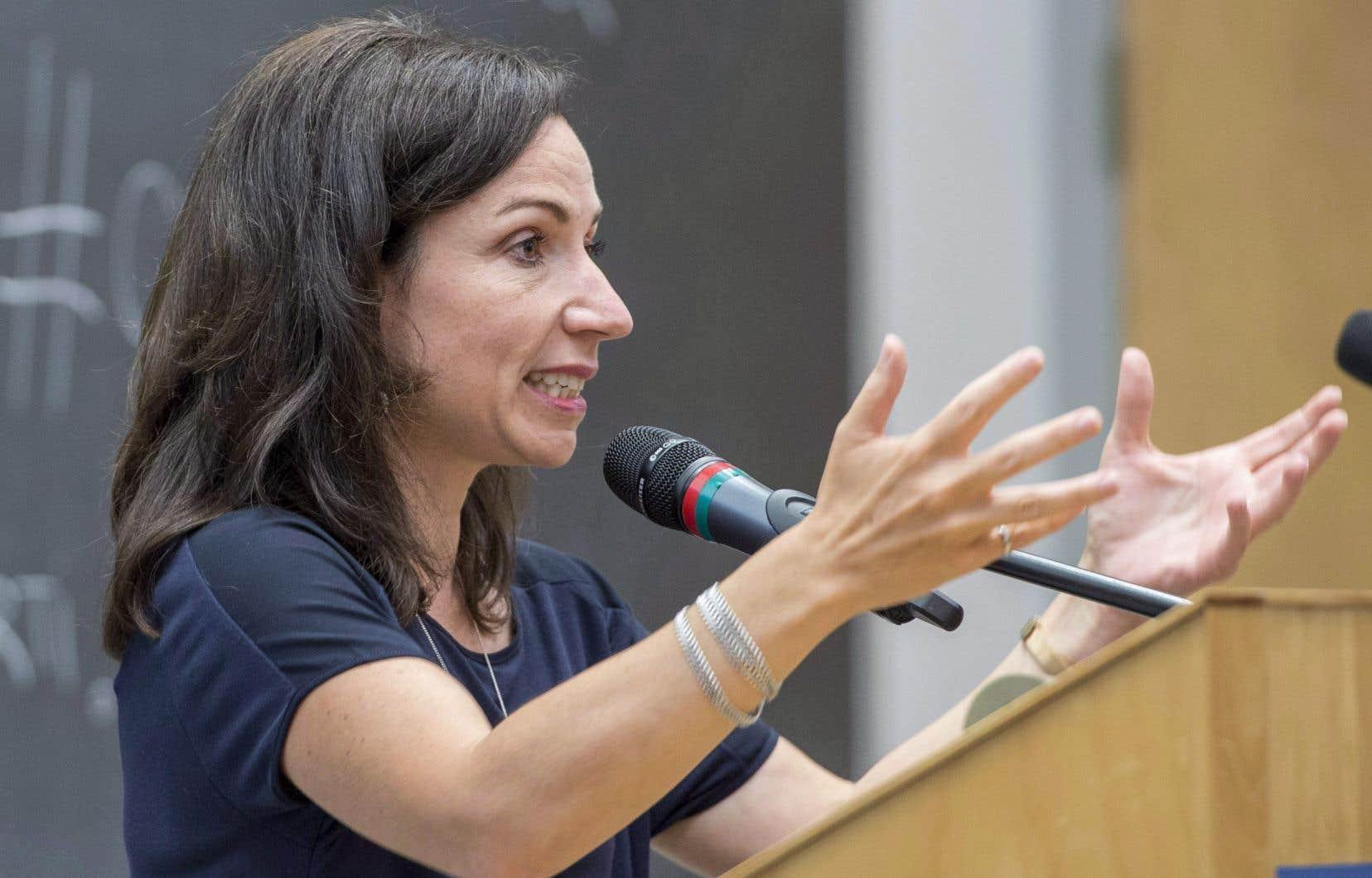 L'entourage de Martine Ouellet assure qu'elle se soumettra bel et bien à un vote de confiance dans 14 mois.