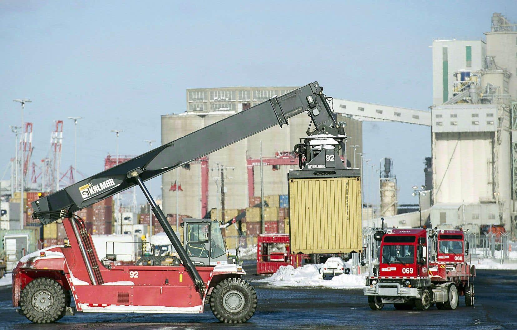 Les importations du Canada ont diminué en janvier de 4,3%, et les exportations, de 2,1%.