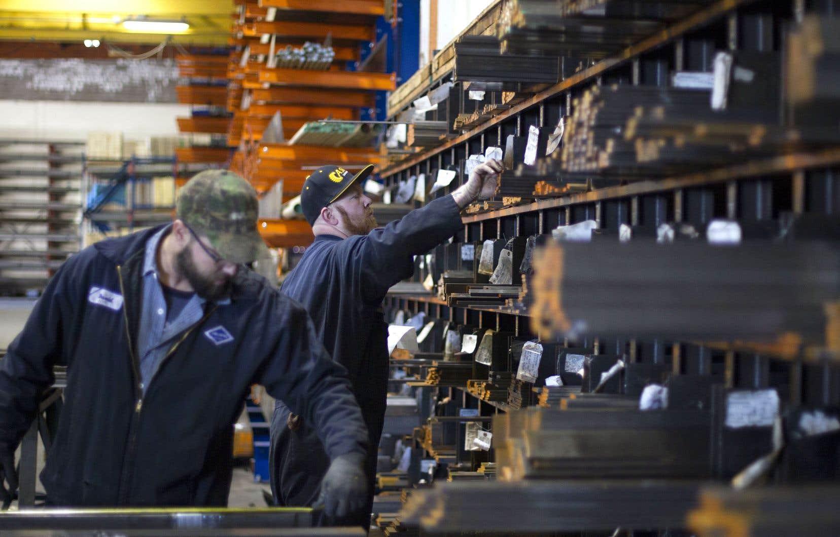 «Nous devons être aux côtés des compagnies américaines et des travailleurs américains et nous allons le faire d'une façon prudente et bénéfique pour l'économie», a déclaré le secrétaire au Trésor, Steven Mnuchin. Sur la photo, des travailleurs de la Pacific Machinery Tool Steel Company, en Oregon.