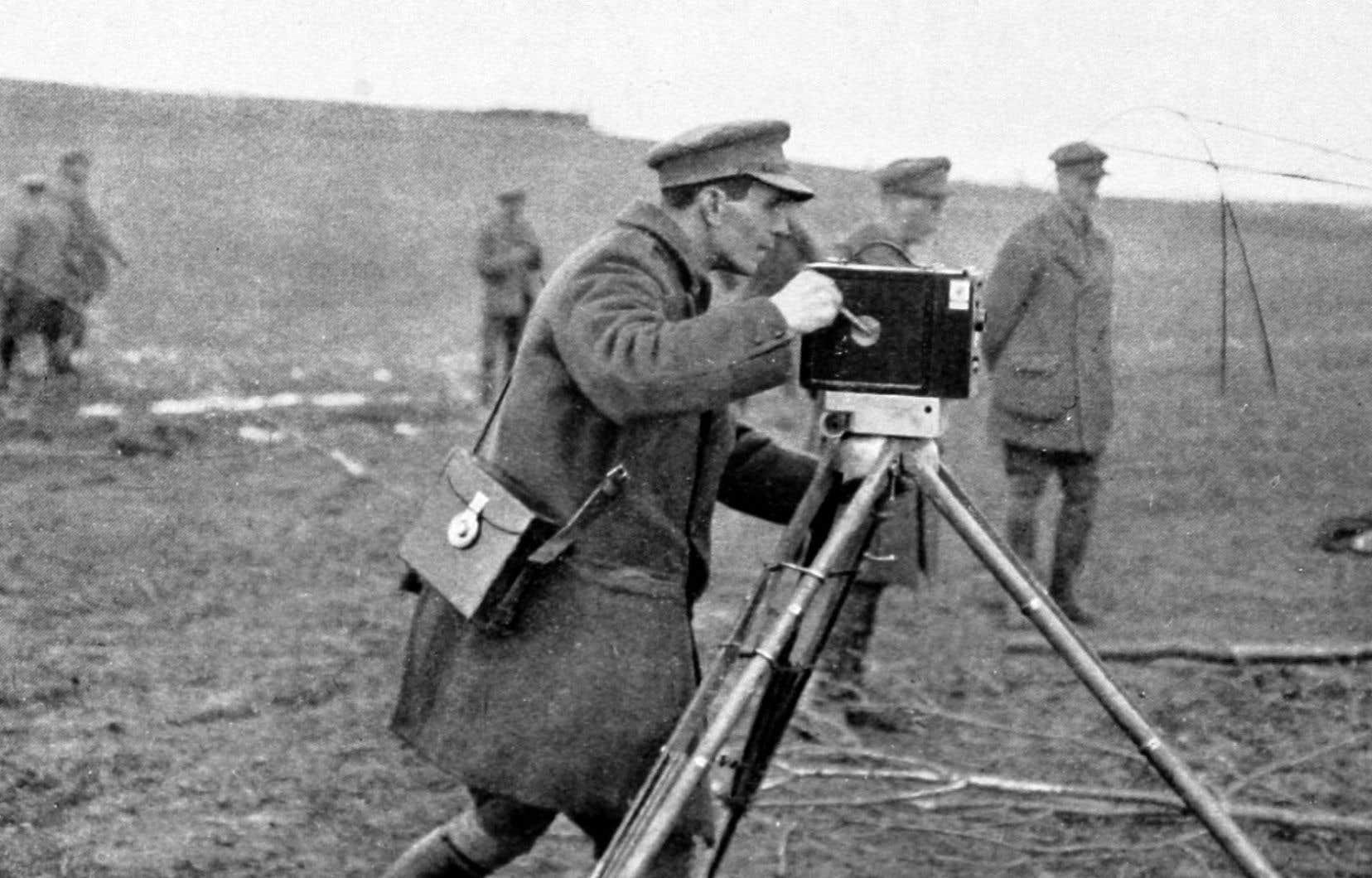 Les images de ce film sont l'œuvre d'un homme: Geoffrey Malins. Le premier caméraman de guerre britannique nous fait découvrir le conflit sous un angle inédit, avec son regard et sa vision de la Première Guerre mondiale.