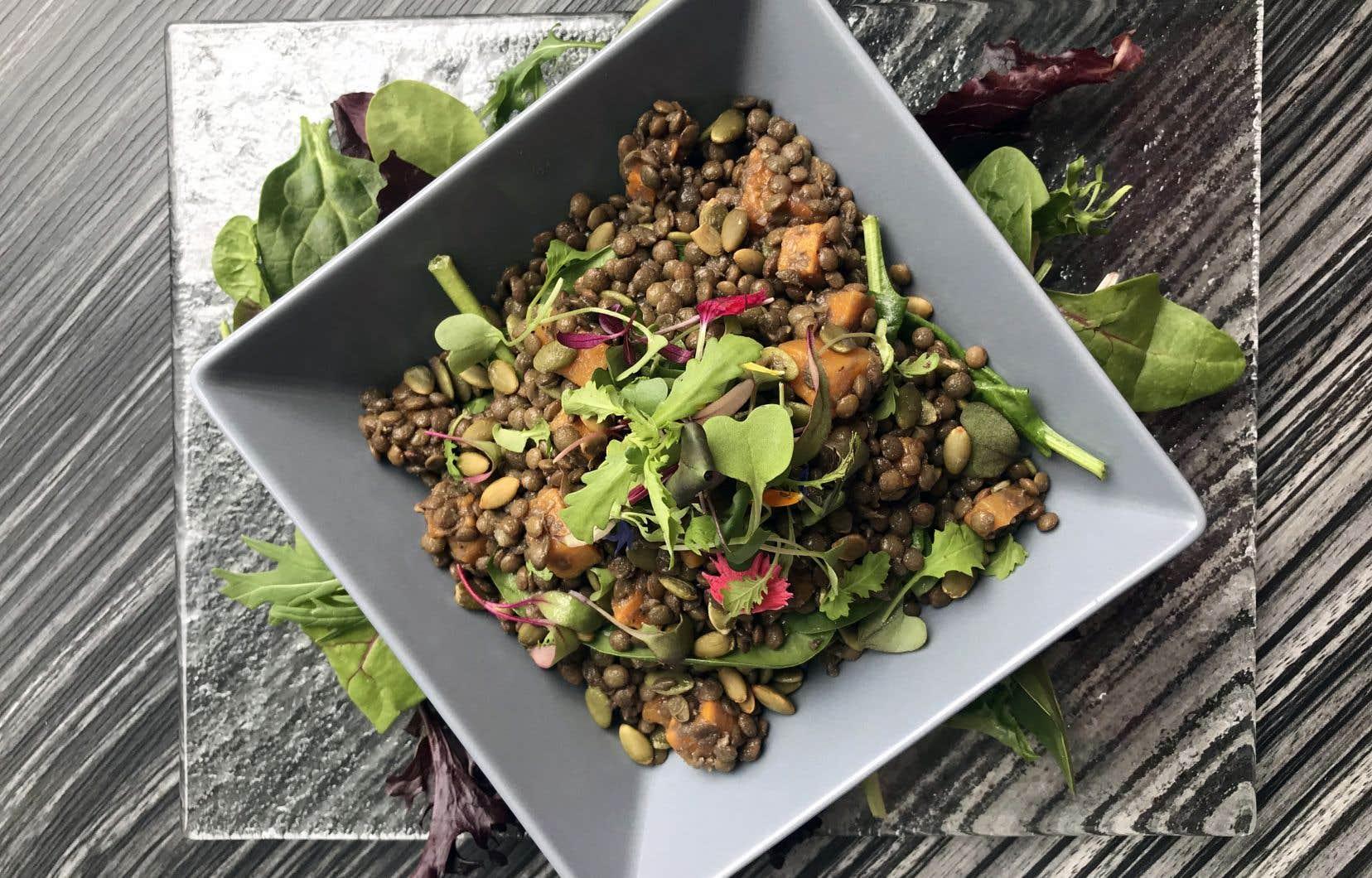 Après deux ou trois jours, si jamais la salade devient sèche, vous pouvez ajouter du yogourt, de la vinaigrette ou tout simplement un filet d'huile d'olive.