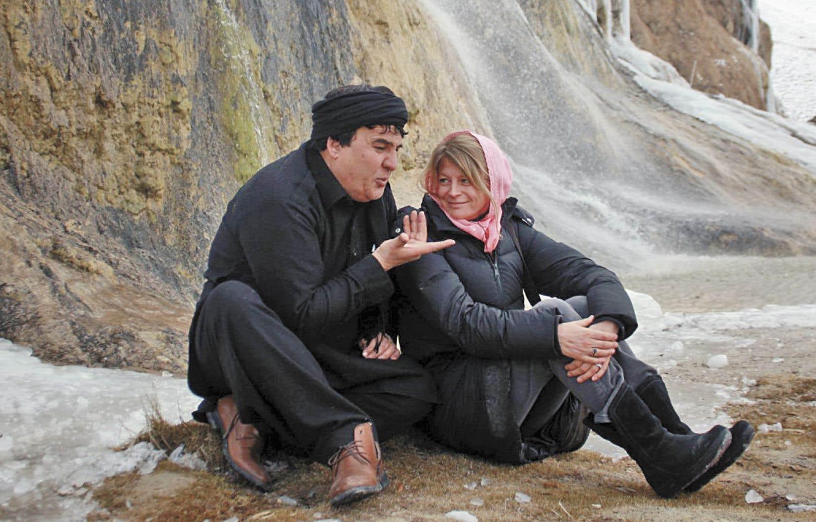 La cinéaste Sonia Kronlund et le sujet de son documentaire, Salim Shaheen, en Afghanistan
