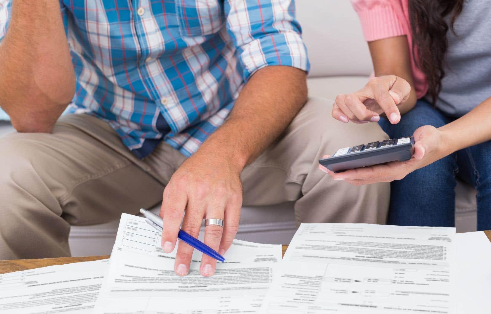 En tenant compte de l'hypothèque, l'endettement total des Canadiens se chiffrait à 1821 milliards à la fin de 2017, en hausse de 6% sur un an.
