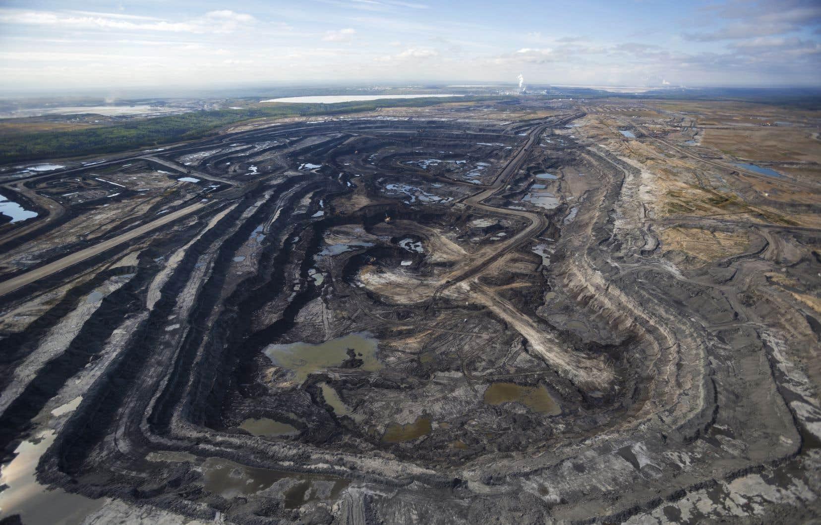 Un gisement de sables bitumineux exploité en Alberta