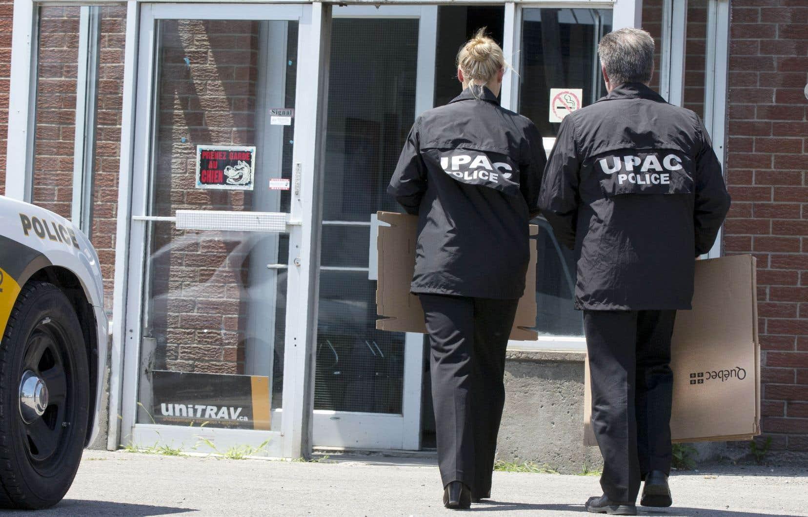 Les cinq personnes arrêtées devront comparaître le 2mai prochain au palais de justice de Saint-Jérôme.