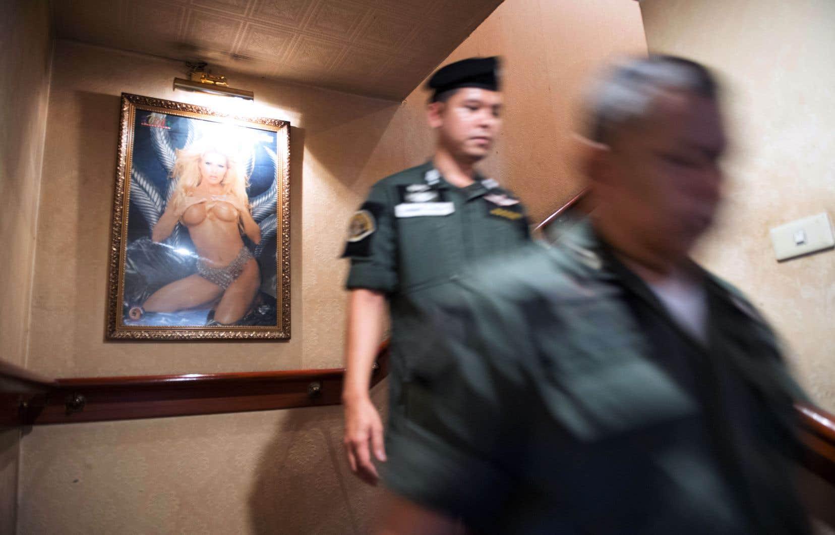 Entre Bangkok et Singapour, l'héroïne de <em>Colibri</em> se frotte aux triades asiatiques.