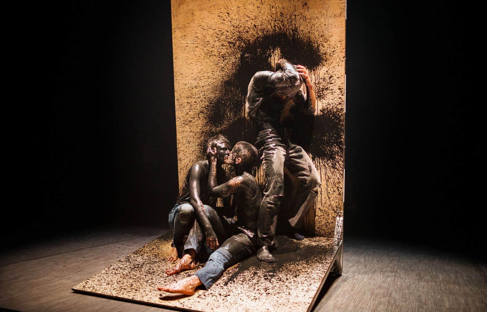 De ce tableau sensationnel que construisent les danseurs d'Alan Lake sous nos yeux en répétition, une touche cinématographique se dégage.