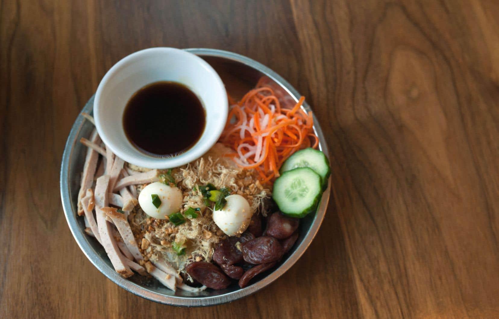 Riz collant vietnamien au porc et aux œufs de cailles, un plat du restaurant Red Tiger