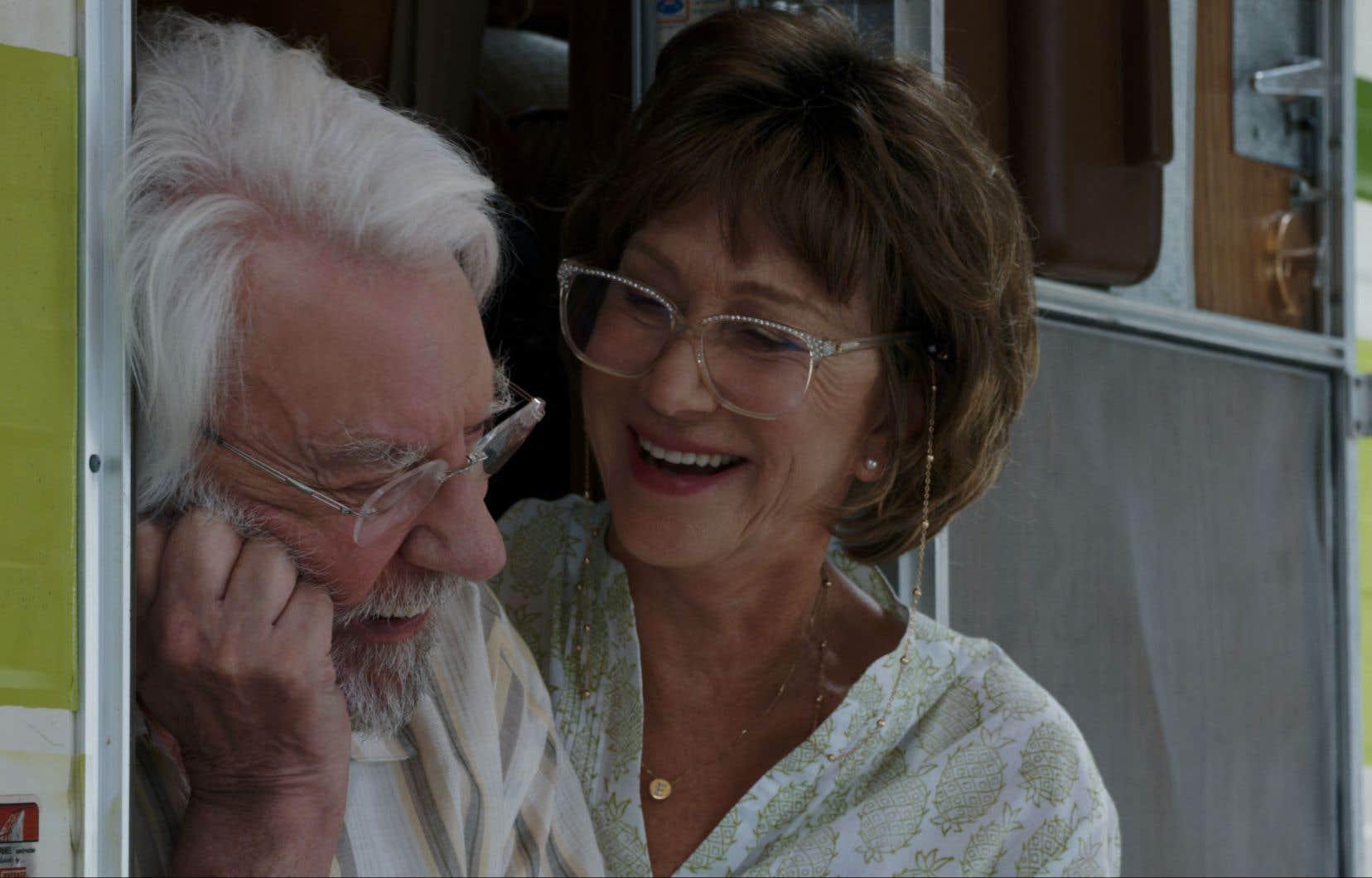 Les deux stars, Donald Sutherland et Helen Mirren, forment un couple crédible.