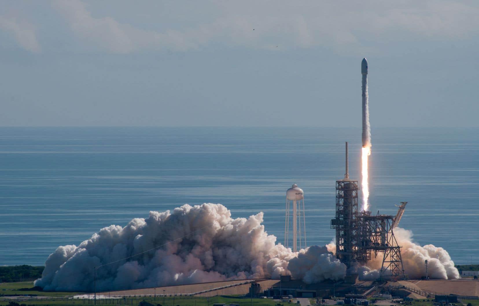 Une fusée Falcon 9 de Space X contenant un satellite a décollé du centre spatial Kennedy, en Floride, en mars 2017.