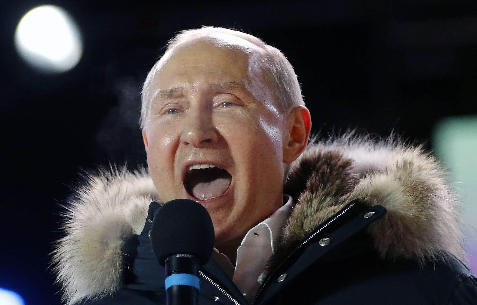 «Nous allons travailler tout aussi dur, d'une manière tout autant responsable et efficace», a promis dimanche le président russe, Vladimir Poutine, réélu à la tête du pays.