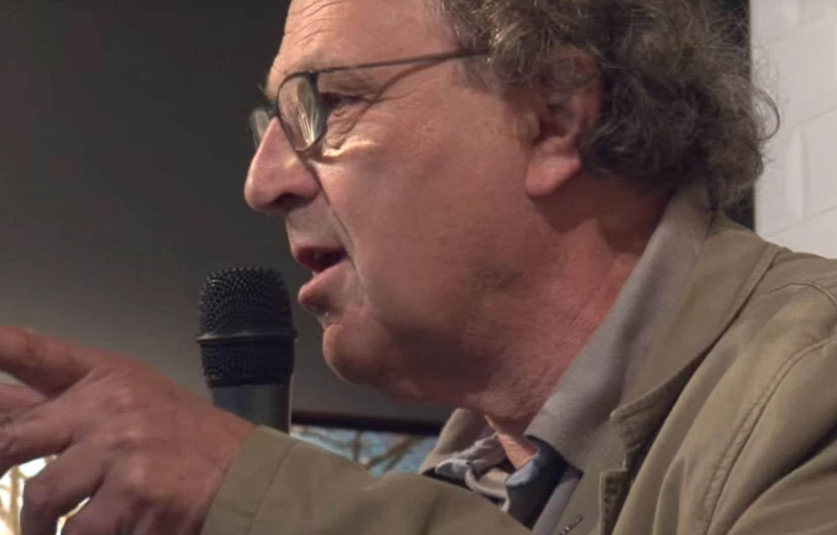 «Le français est d'abord un acte politique et poétique», affirme l'écrivain Jean-Michel Delacomptée.