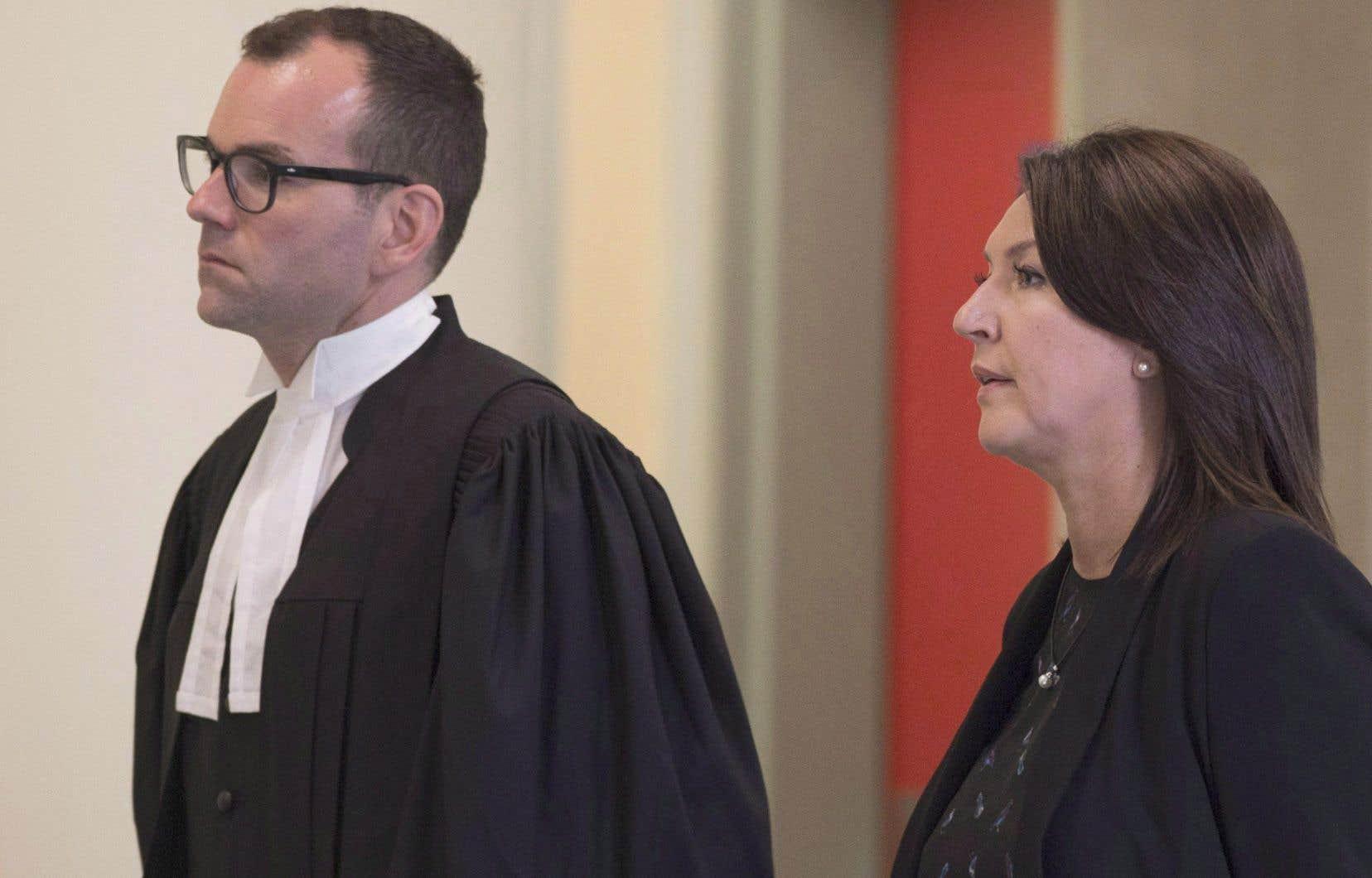 L'ex-ministre libérale Nathalie Normandeau, accompagnée de son avocat Maxime Roy