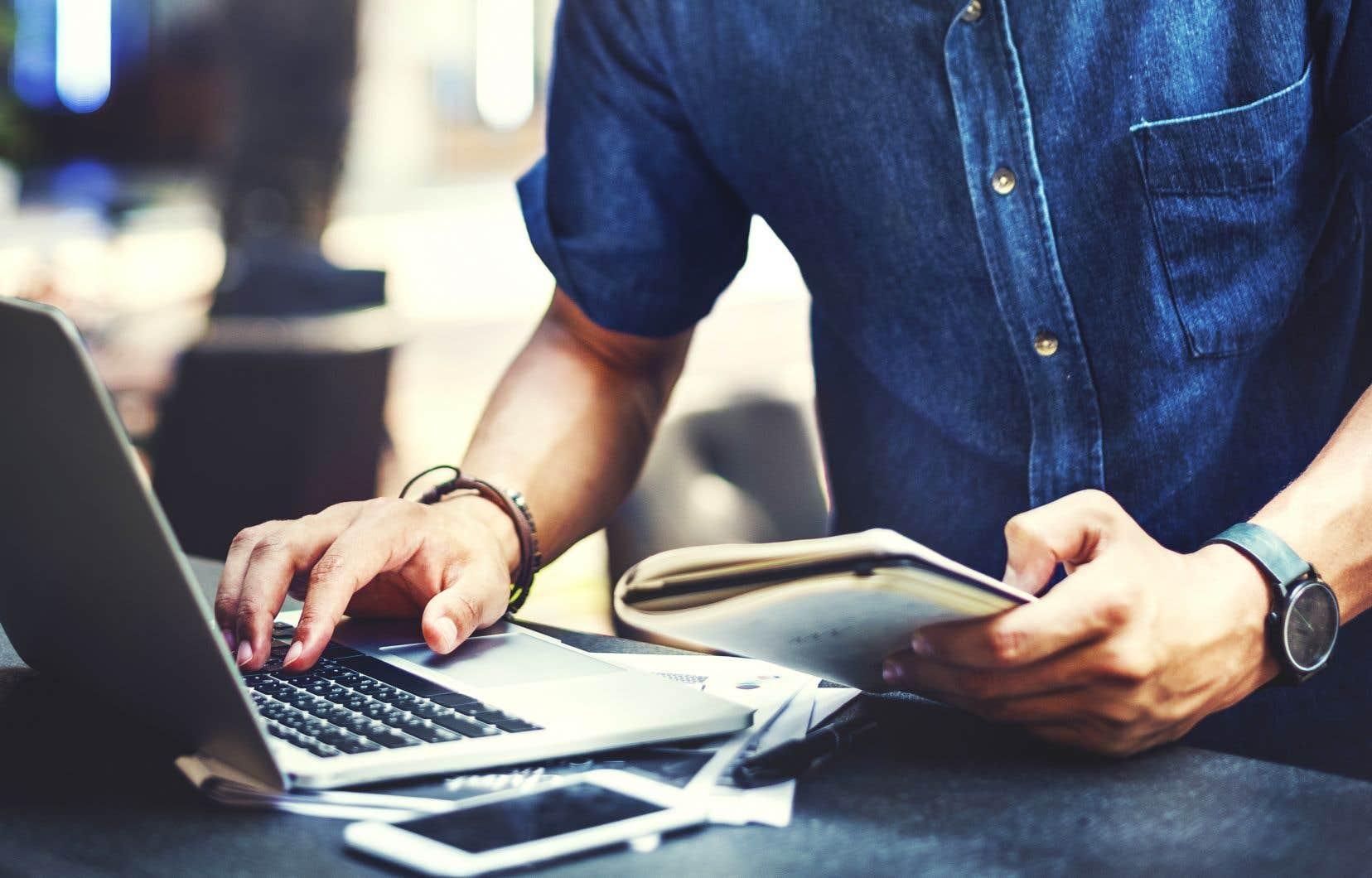 Il est primordial que le gouvernement canadien révise sa Loi sur le droit d'auteur de manière à rétablir un équilibre permettant aux créateurs canadiens de tirer leur épingle du jeu à l'ère numérique, estiment les auteurs.