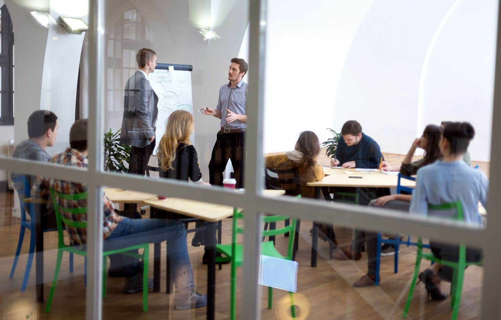 Le virage vers la formation amène, entre autres, à avoir plus recours à la formation en entreprise et à développer des programmes beaucoup plus courts.