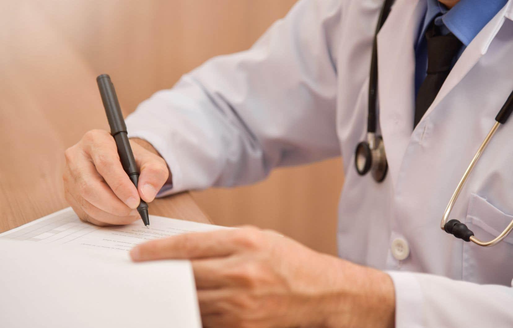 Quel que soit leur mode de rémunération, les professionnels de la santé travaillant pour l'État bénéficient des garanties découlant des conventions de l'Organisation internationale du travail, soulignent les auteurs.