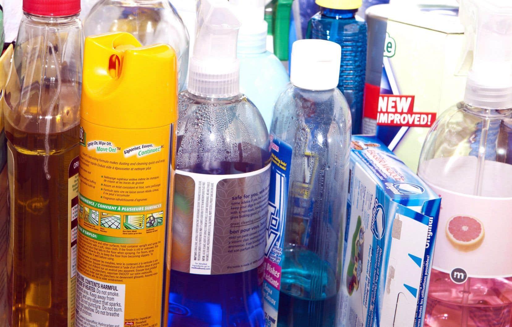 «On utilise souvent des produits pour soi-disant purifier l'air, mais on ne purifie pas l'air, on ne fait que masquer les odeurs. Une bougie qui sent bon n'élimine pas les polluants, ne renouvelle pas l'air, elle ne fait que masquer une odeur et générer des polluants, des COV qui réagissent avec l'ozone et les radicaux hydroxyles», explique Sasho Gligorovski, de l'Académie chinoise des sciences de Guangzhou.