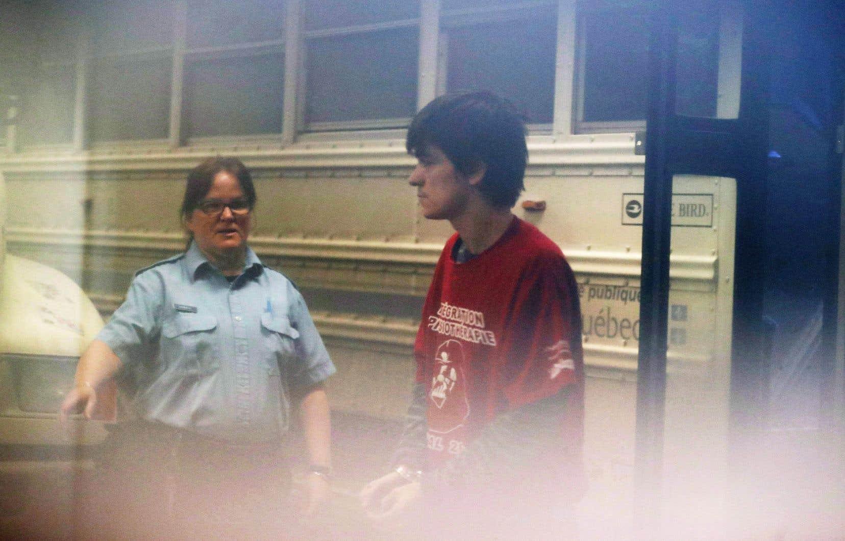 L'auteur présumé de l'attentat du 29 janvier 2017 s'est de nouveau retrouvé dans le box des accusés lundi matin.