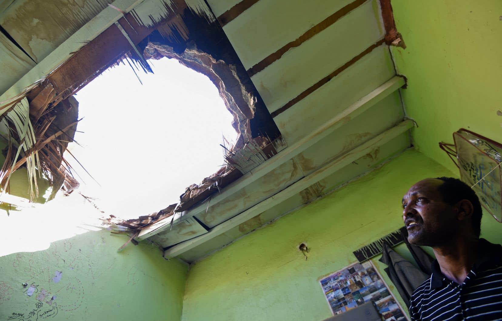 Un travailleur égyptien a été tué et trois autres personnes ont été blessées par la chute de débris sur une habitation à Riyad.