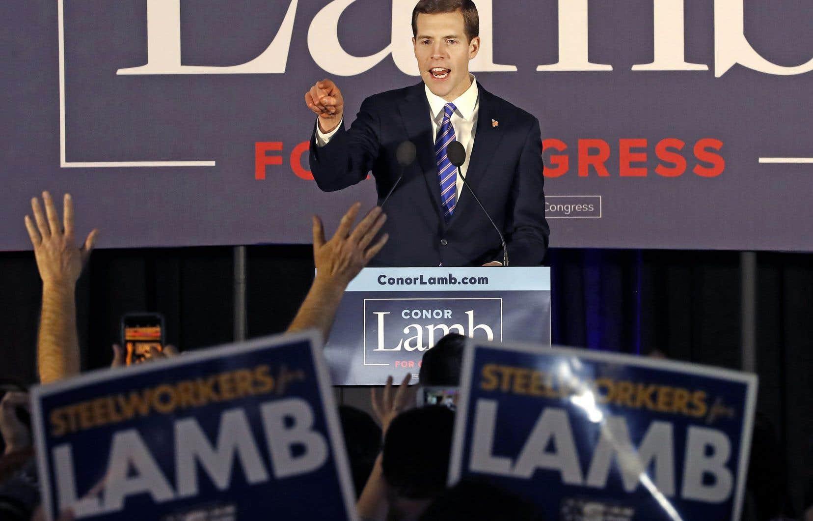 Les instances nationales démocrates ont applaudi à l'élection de Conor Lamb lors d'une élection récente, lui qui a appelé au renversement de la chef des démocrates à la Chambre des représentants.