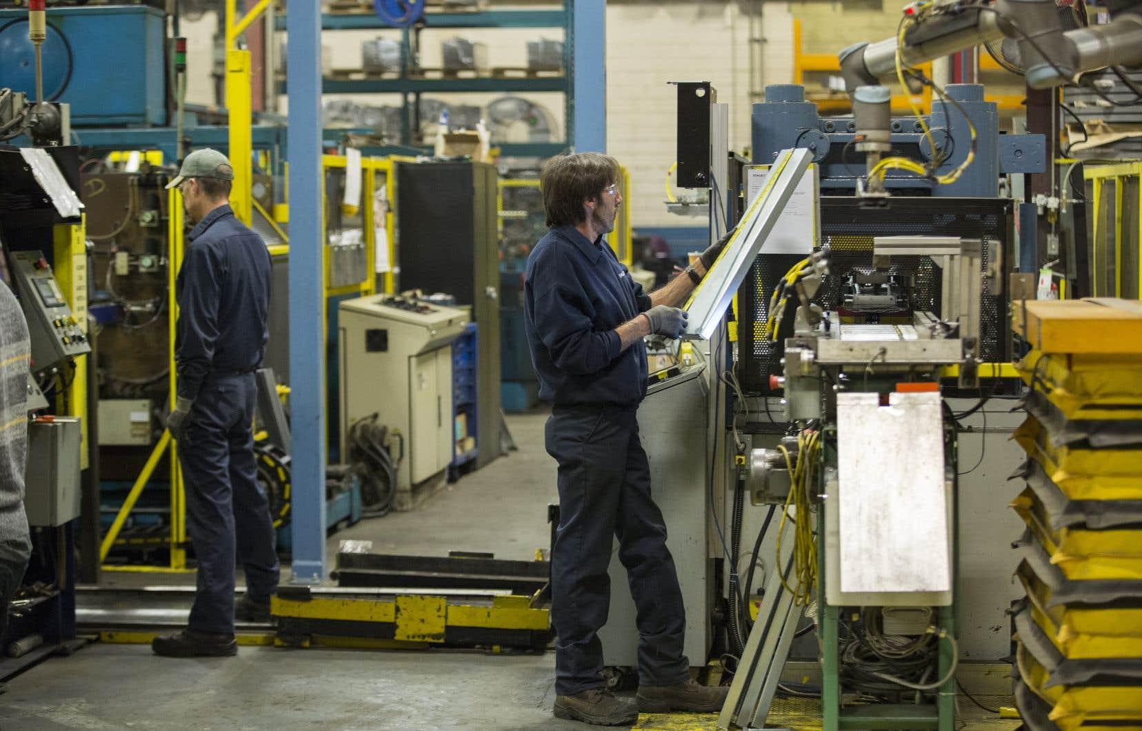 Cette vigueur de l'emploi s'est ressentie sur la rémunération, qui a progressé trois fois plus vite que l'inflation mesurée par l'indice des prix à la consommation.