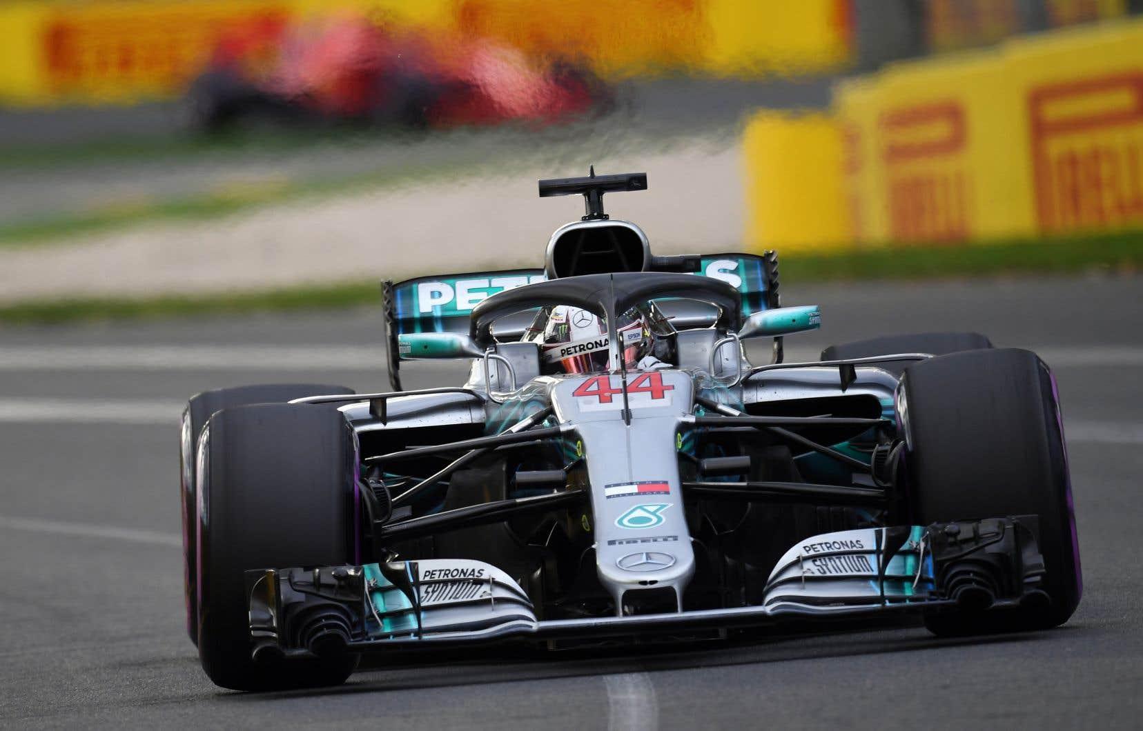 Lewis Hamilton semblait en plein contrôle de la course après avoir connu un départ canon de la position de tête dimanche dernier.