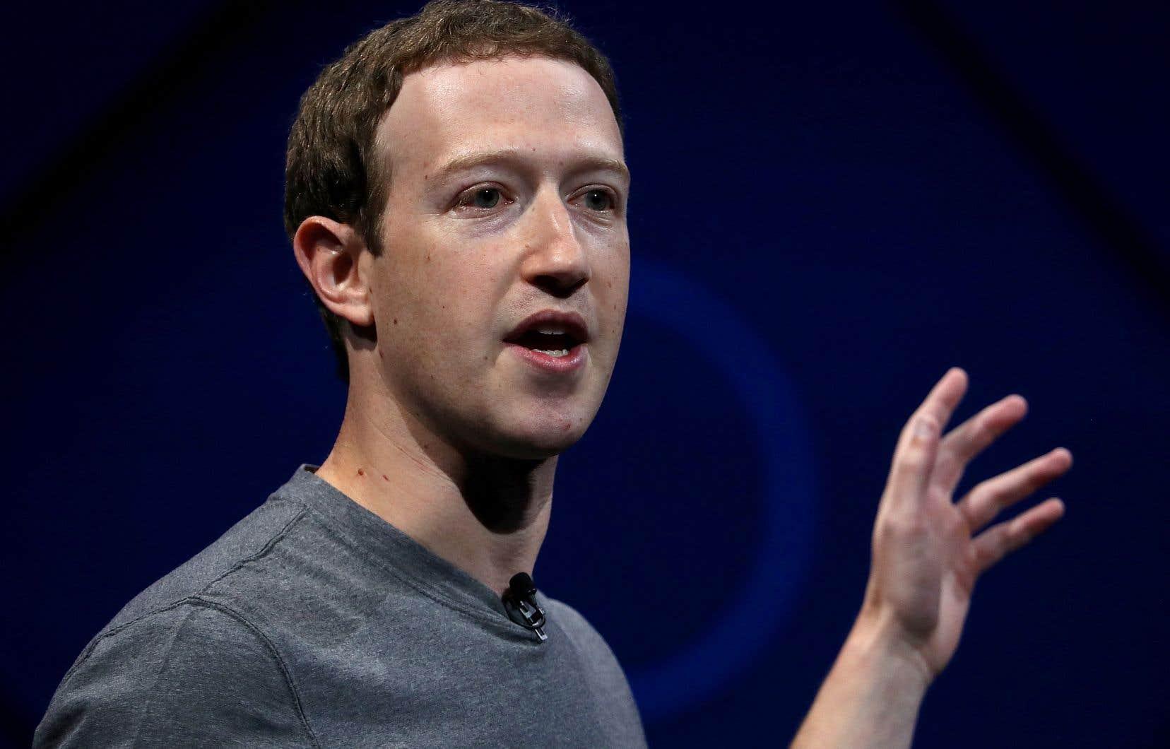 Selon des spécialistes, la façon dont Facebook et son fondateur Mark Zuckerberg gèrent le scandale des données personnelles laisse beaucoup à désirer.