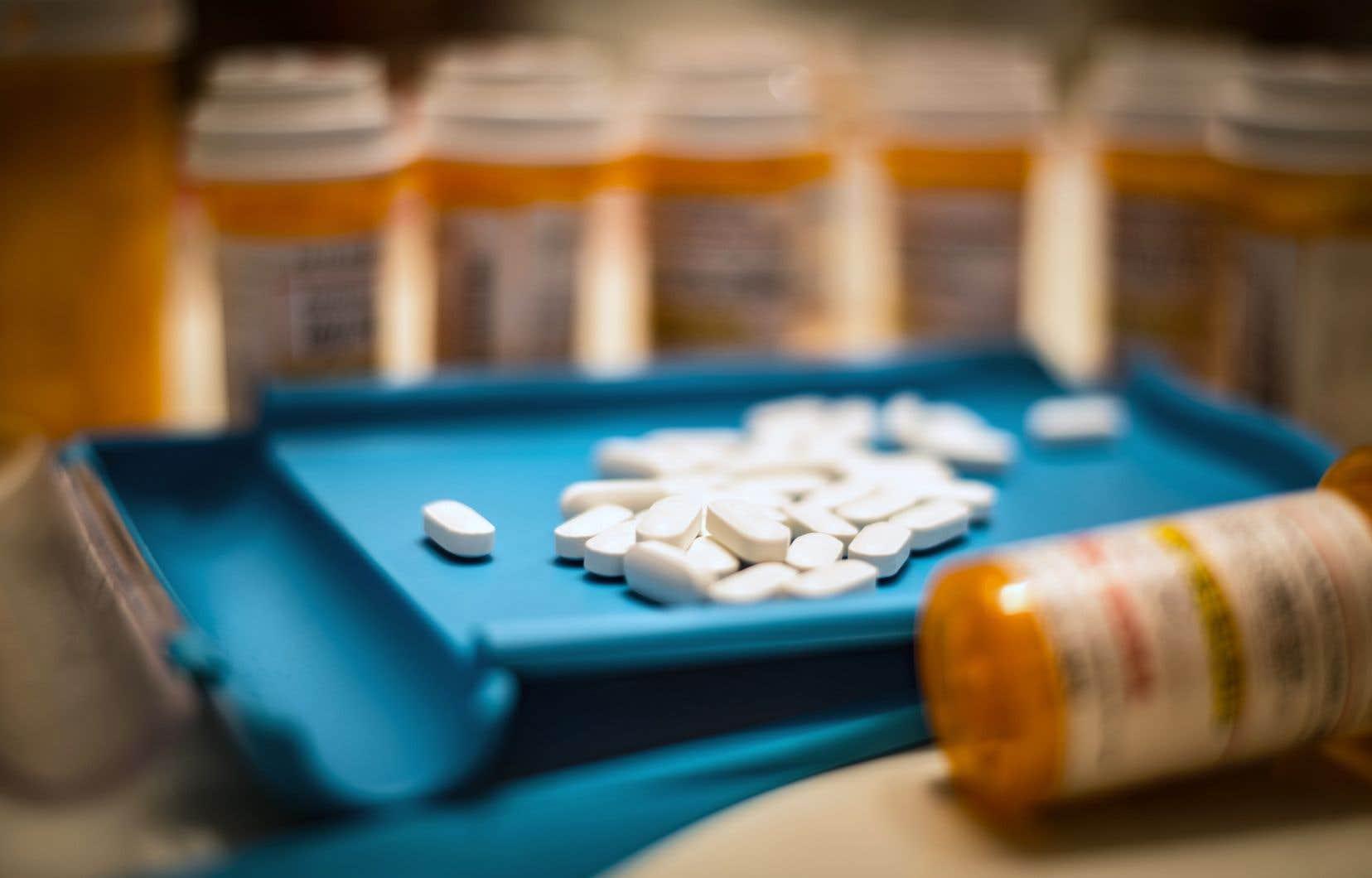 Si on expérimente des effets secondaires avec des médicaments comme les antidépresseurs, il est très important de ne pas les cesser radicalement, de préciser Doris Provencher.