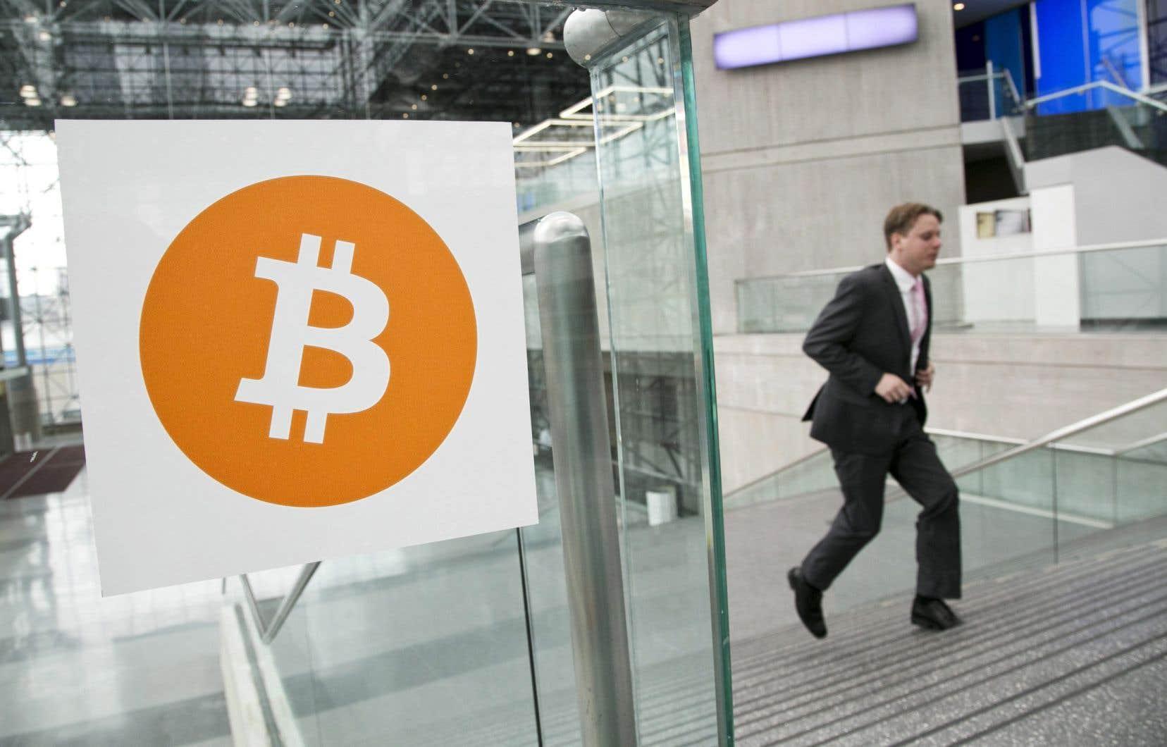 Après une fièvre d'achat fin 2017 et une chute spectaculaire au début de l'année, le cours du bitcoin, toujours morose, a de nouveau reculé ces dernières semaines.