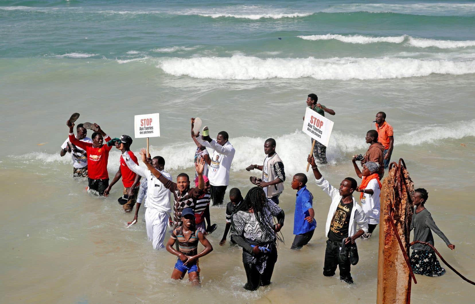 Des pêcheurs sénégalais ont profité en février de la visite du président français, Emmanuel Macron, dans leur pays pour attirer l'attention sur leur sort.