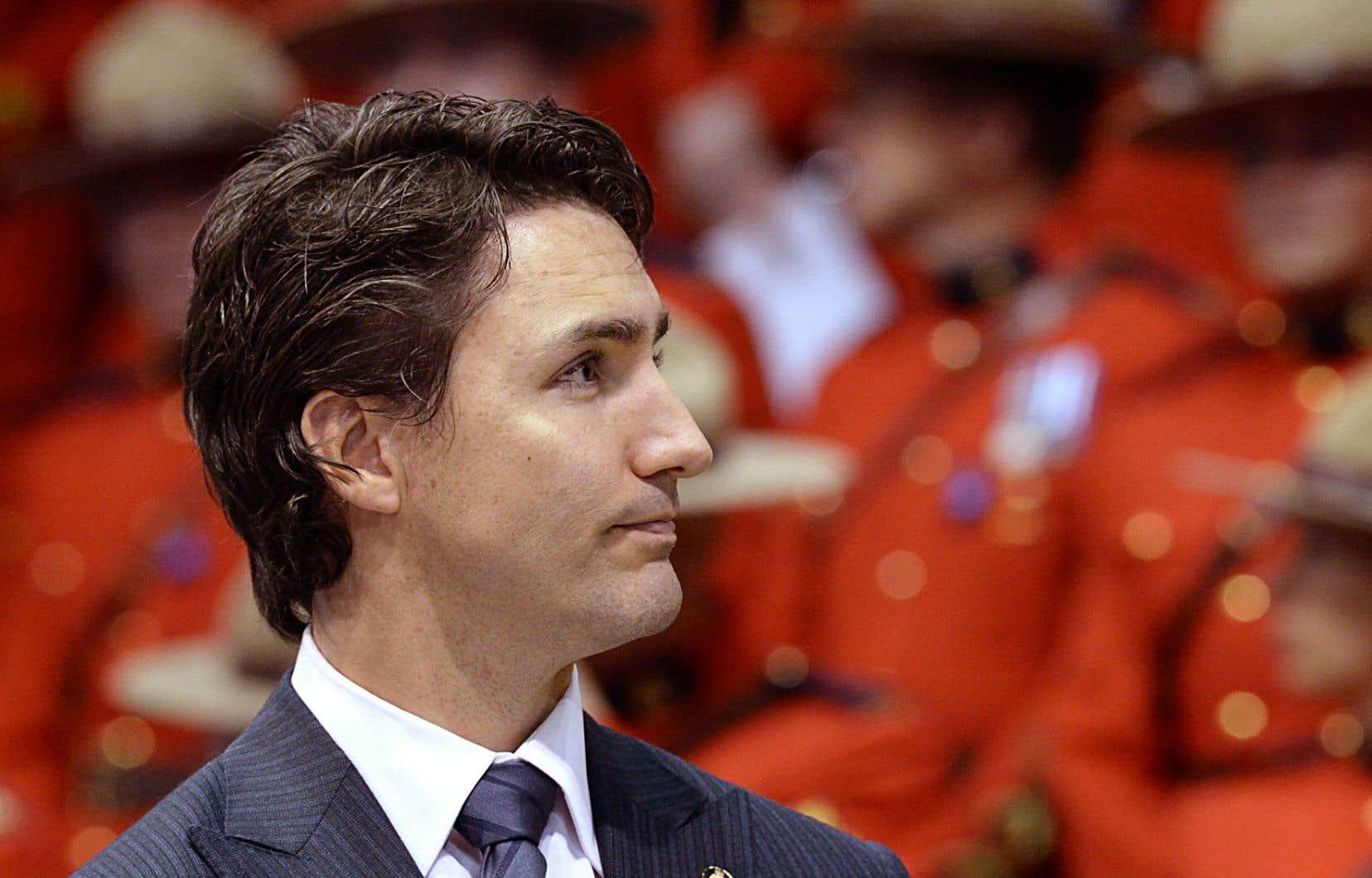 Justin Trudeau laisse au SPVM le soin d'établir sa propre politique en matière de port de signes religieux par ses policiers, mais il estime que la formule adoptée par la GRC peut servir d'exemple.