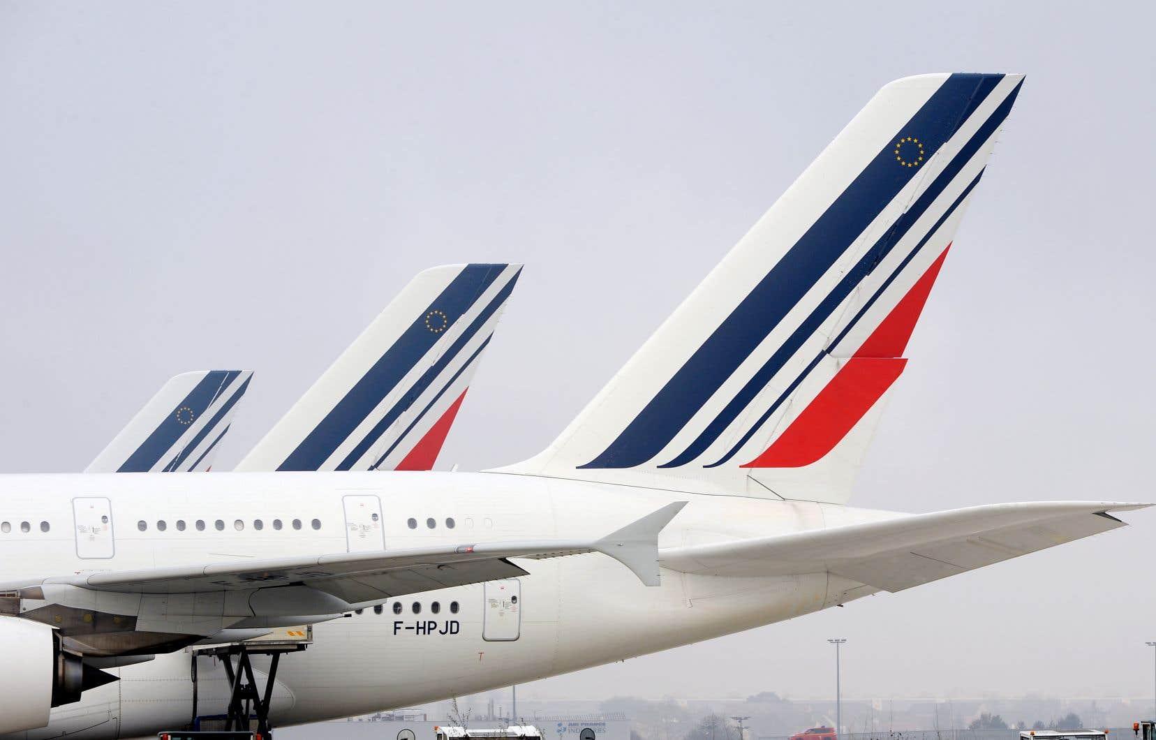 Le quart des vols long-courrier d'Air France et environ le tiers de ses vols moyen-courrier qui devaient se poser à, ou décoller de, l'aéroport Charles-de-Gaulle seront annulés.
