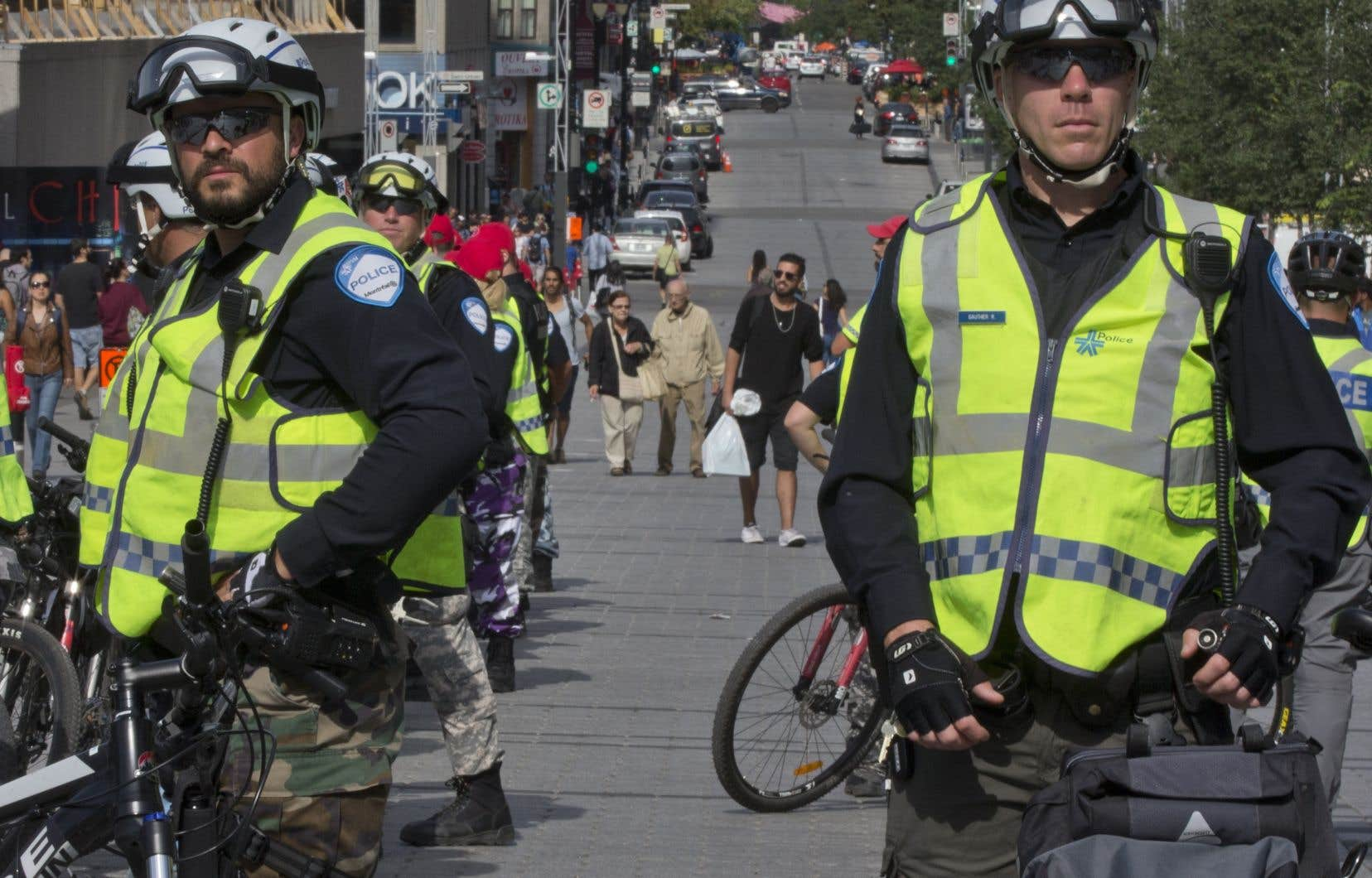 Il existe un consensus fort au Québec quant à l'inadmissibilité du port de signes religieux ostentatoires par les représentants de l'État disposant d'un pouvoir de contrainte comme les policiers, souligne l'auteur.
