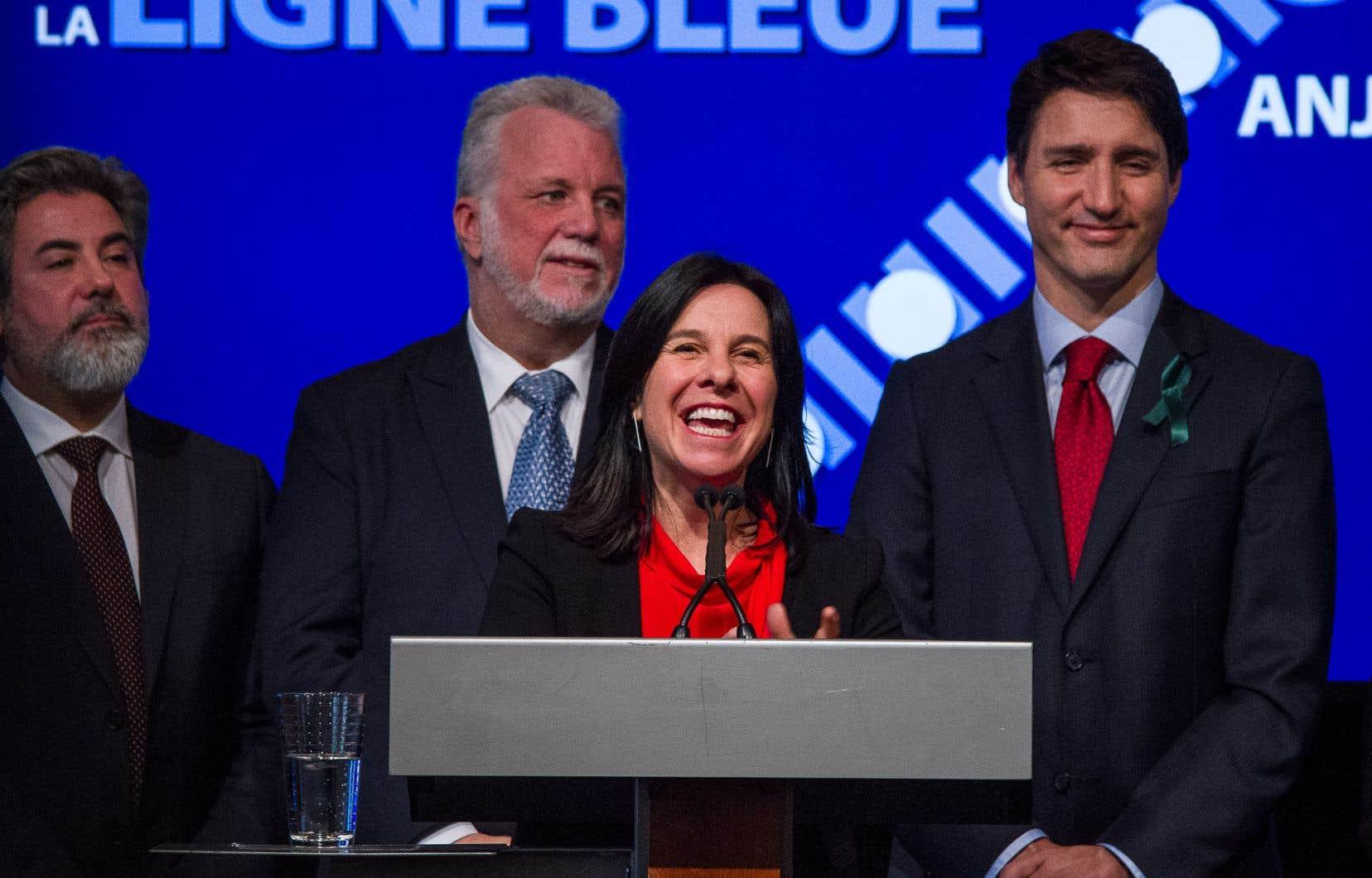 Les premiers ministres Philippe Couillard et Justin Trudeau et la mairesse de Montréal, Valérie Plante, ont confirmé le lancement du projet de prolongement de la ligne bleue du métro.