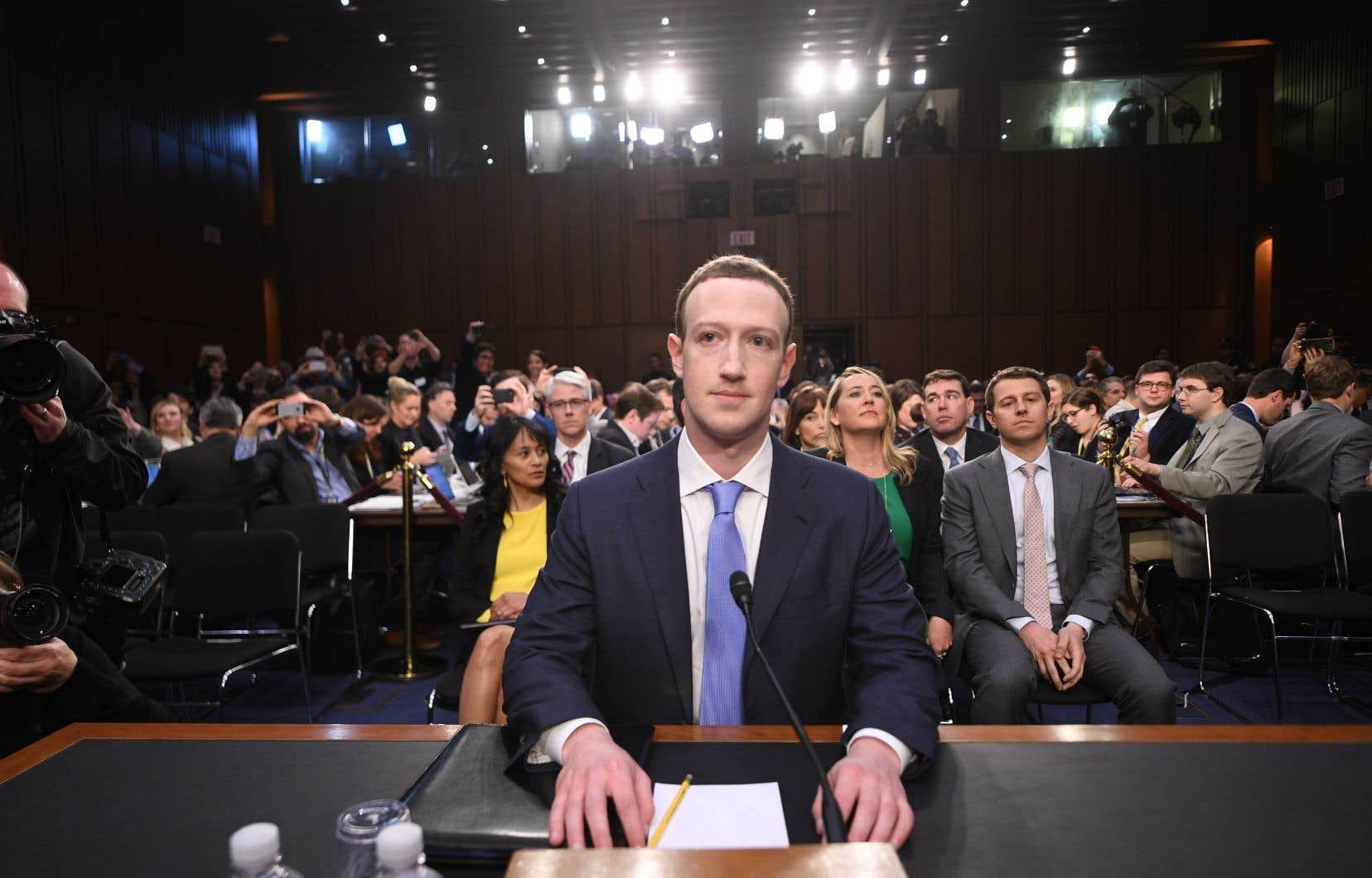 Le p.-d.g. de Facebook, Mark Zuckerberg, doit endosser personnellement mardi la responsabilité des «erreurs» commises par le réseau social, qui n'a pas su anticiper les mauvais usages de la plateforme.