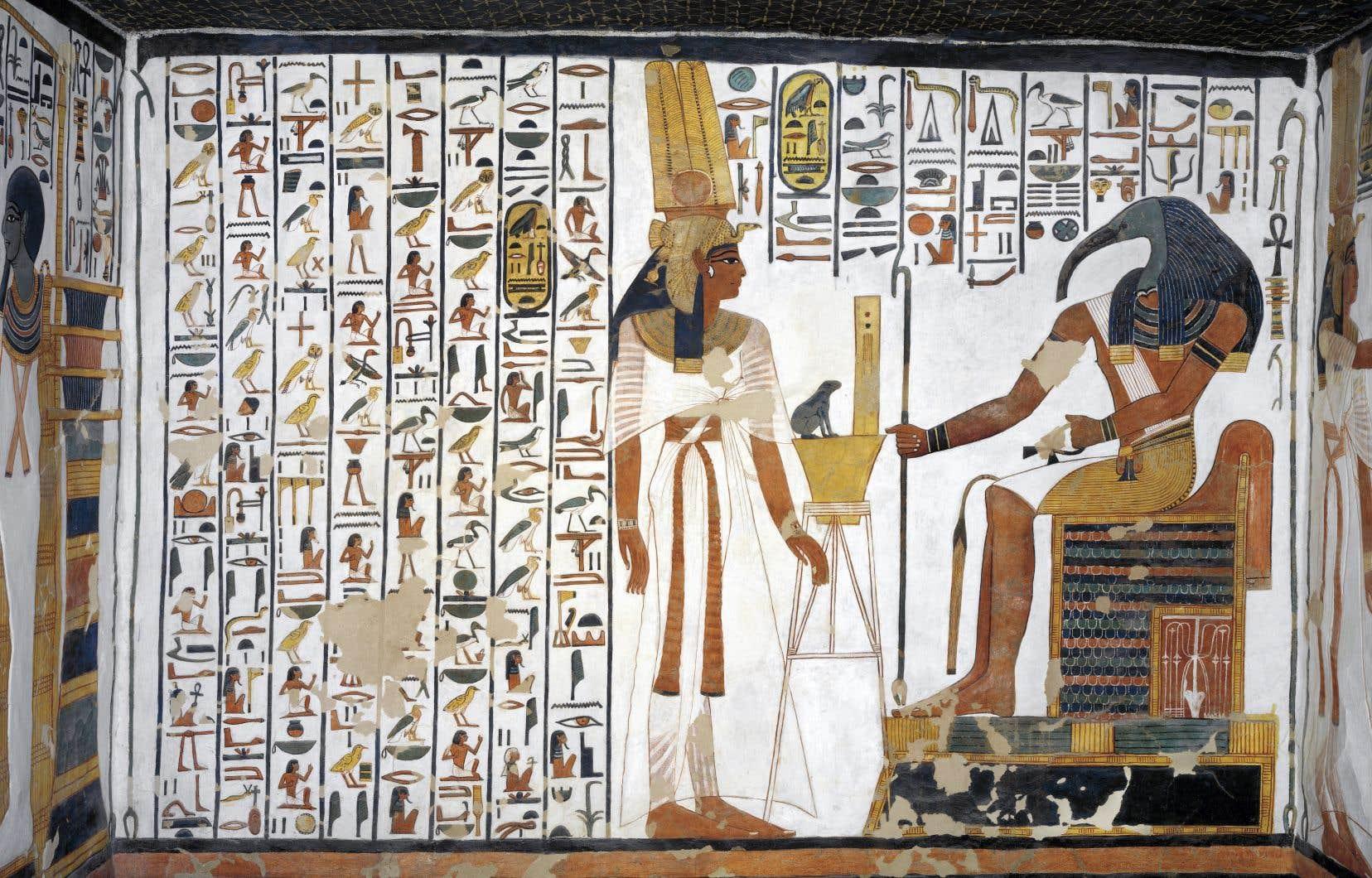 L'exposition réunit 350 objets, dont une fresque murale située dans l'annexe de l'antichambre de la tombe de Néfertari.