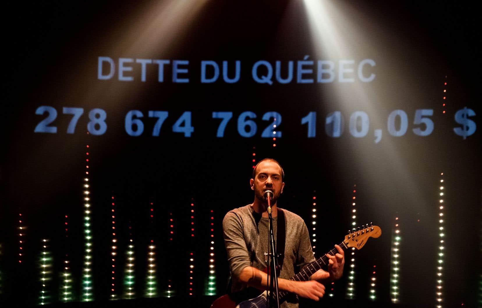 Le spectacle de Jean-François Boisvenue comporte des éléments grinçants, tel un discours de Philippe Couillard revisité sur un solo de guitare métal…
