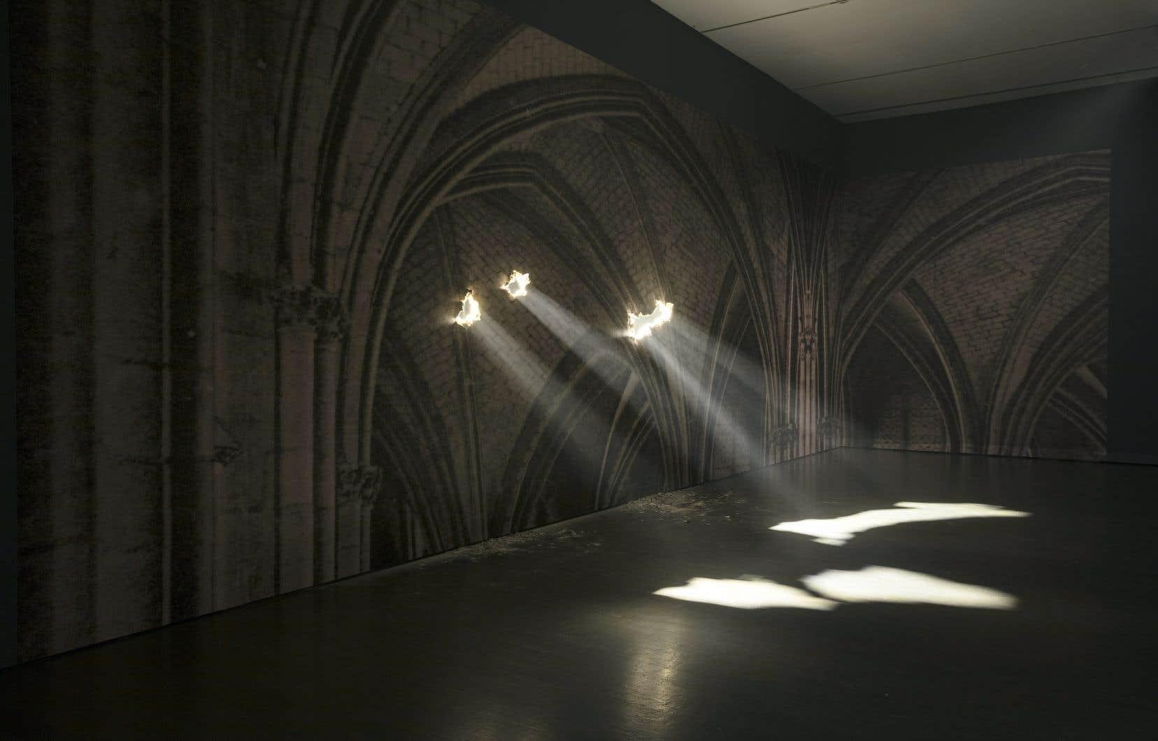 Faisceau de lumière et appel spirituel dans l'œuvre «Cathédrale» de Yann Pocreau, au Musée d'art contemporain de Montréal