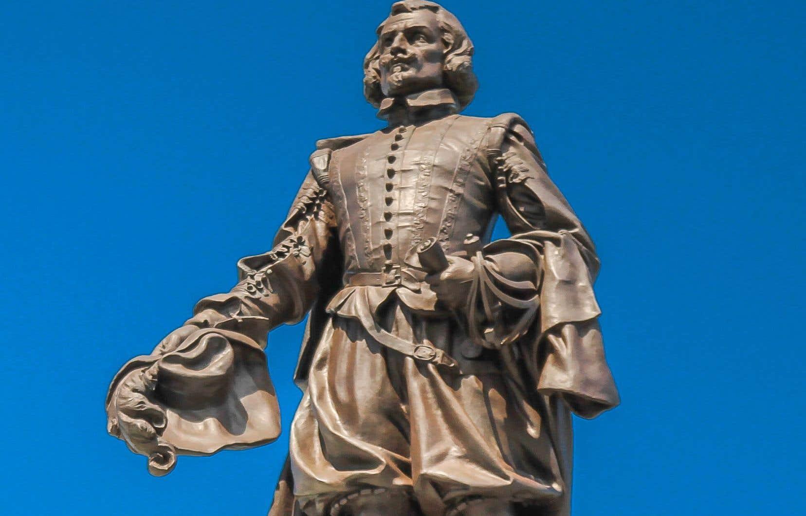 Samuel de Champlain aurait été principalement motivé par ses intérêts mercantiles? On lui prête des intentions qui d'ailleurs ne sont aucunement documentées, déplore l'auteur.<br />