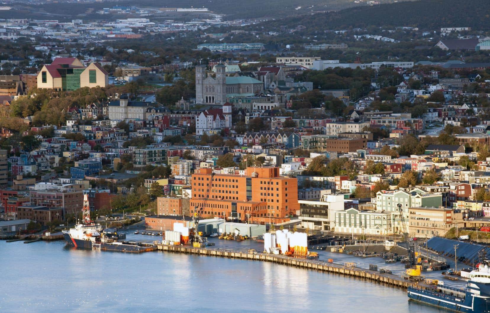 Le ville de Saint-Jean de Terre-Neuve. Un tunnel qui relierait le Labrador à l'île de Terre-Neuve est à l'étude.