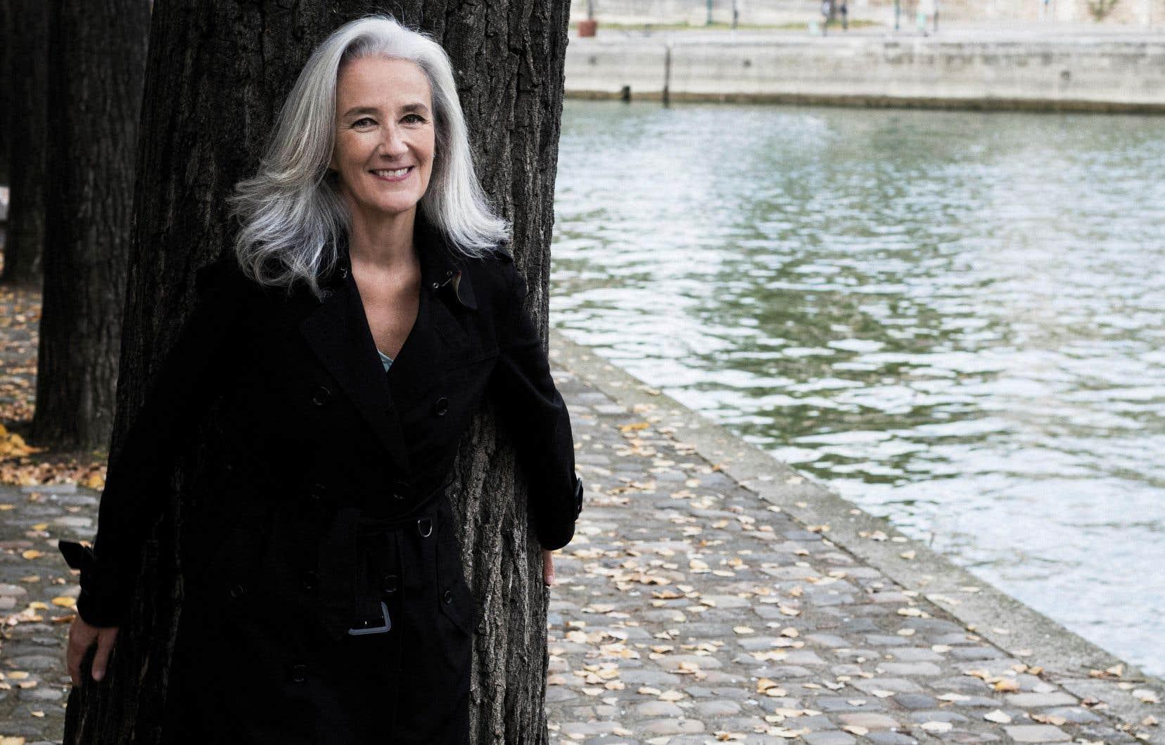 Bien que le roman se déroule à Paris, l'écrivaine franco-britannique Tatiana de Rosnay a préféré le rédiger en anglais.