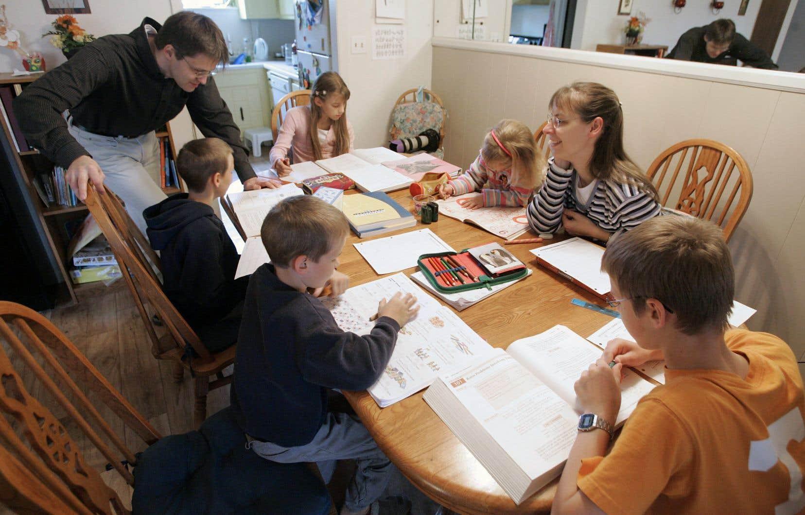 En vertu des nouvelles règles d'encadrement de l'école à la maison, le français, une deuxième langue et les mathématiques devront être enseignés, mais sans plus.