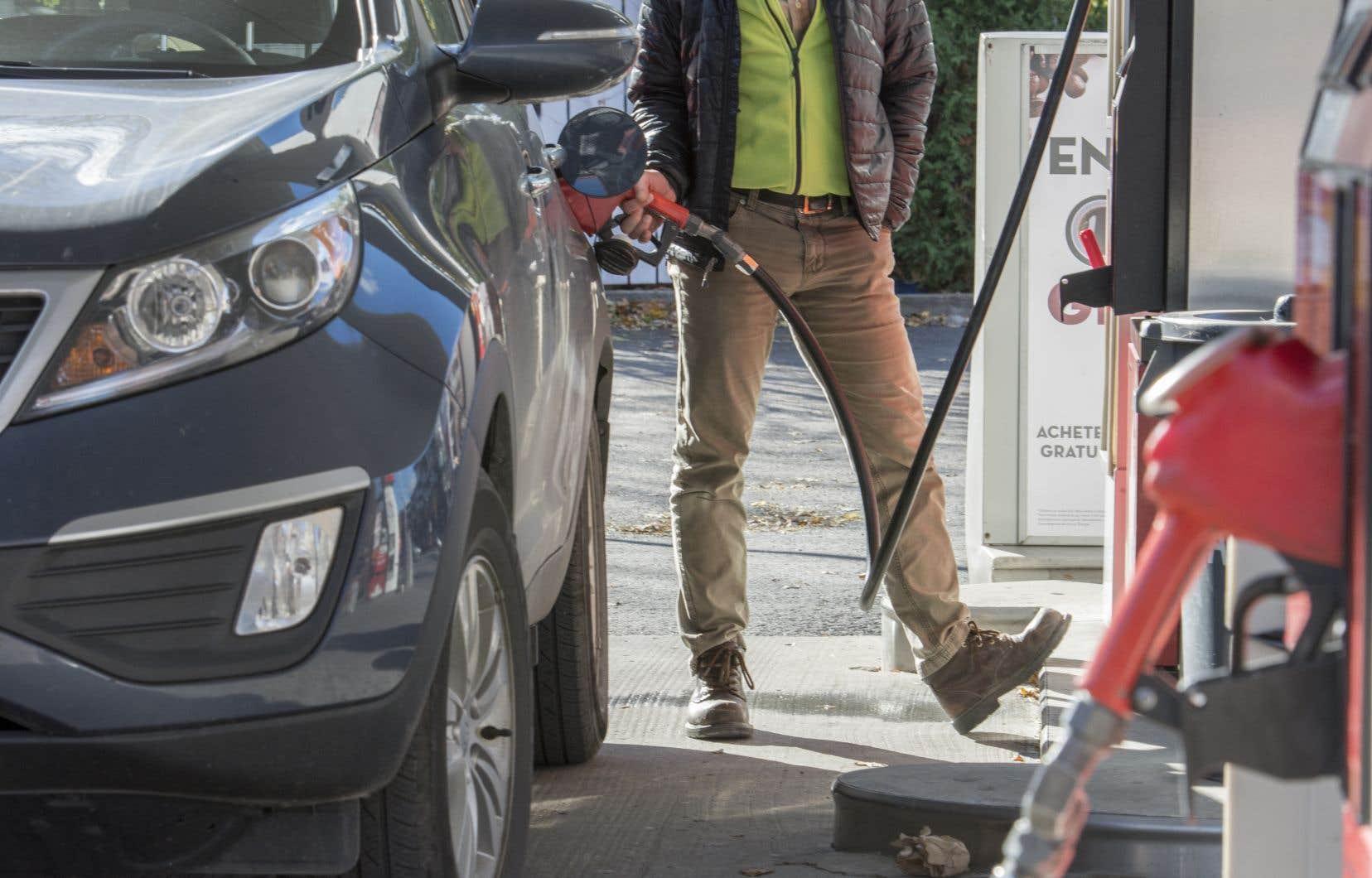 Nouvelle hausse du prix de l 39 essence montr al le devoir for Galerie du meuble quebec