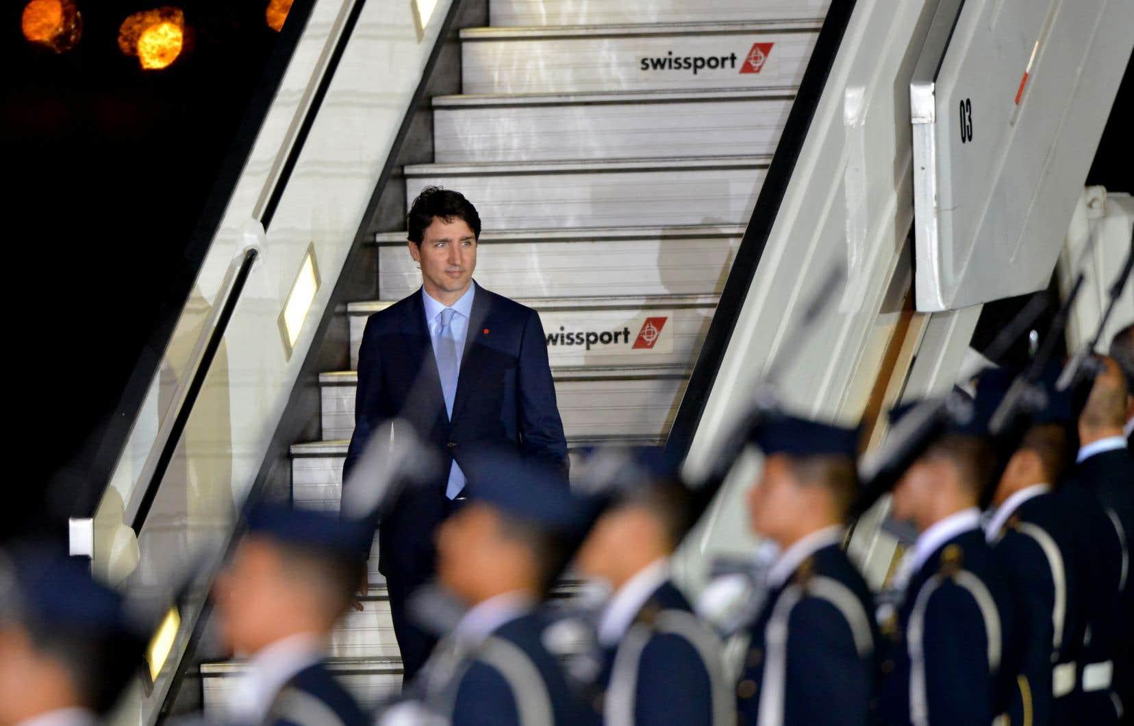 Justin Trudeau entame un périple de 10 jours qui le mènera notamment vers deux sommets internationaux, à Lima et à Londres.