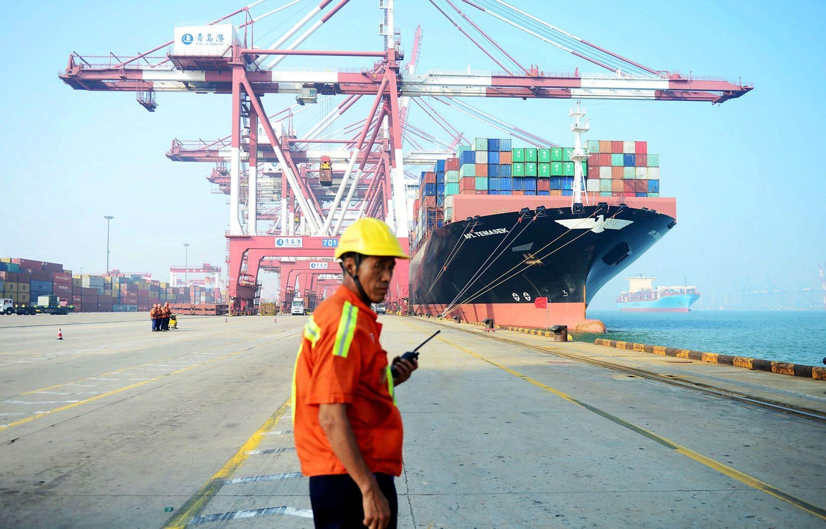 La Chine enregistrait le mois dernier un déficit totalement inattendu de 4,98milliards de dollars pour l'ensemble de son commerce extérieur, après un excédent de 33,7milliards de dollars en février.