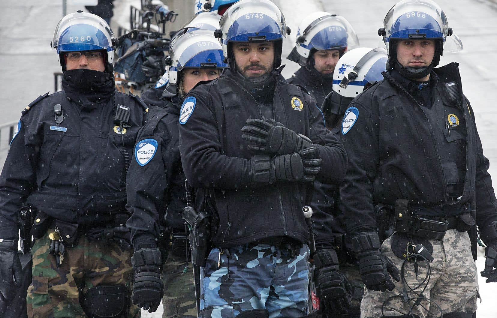 Les policiers sont d'abord et avant tout des employés de l'État et ils ne sont que très secondairement des incarnations de celui-ci.