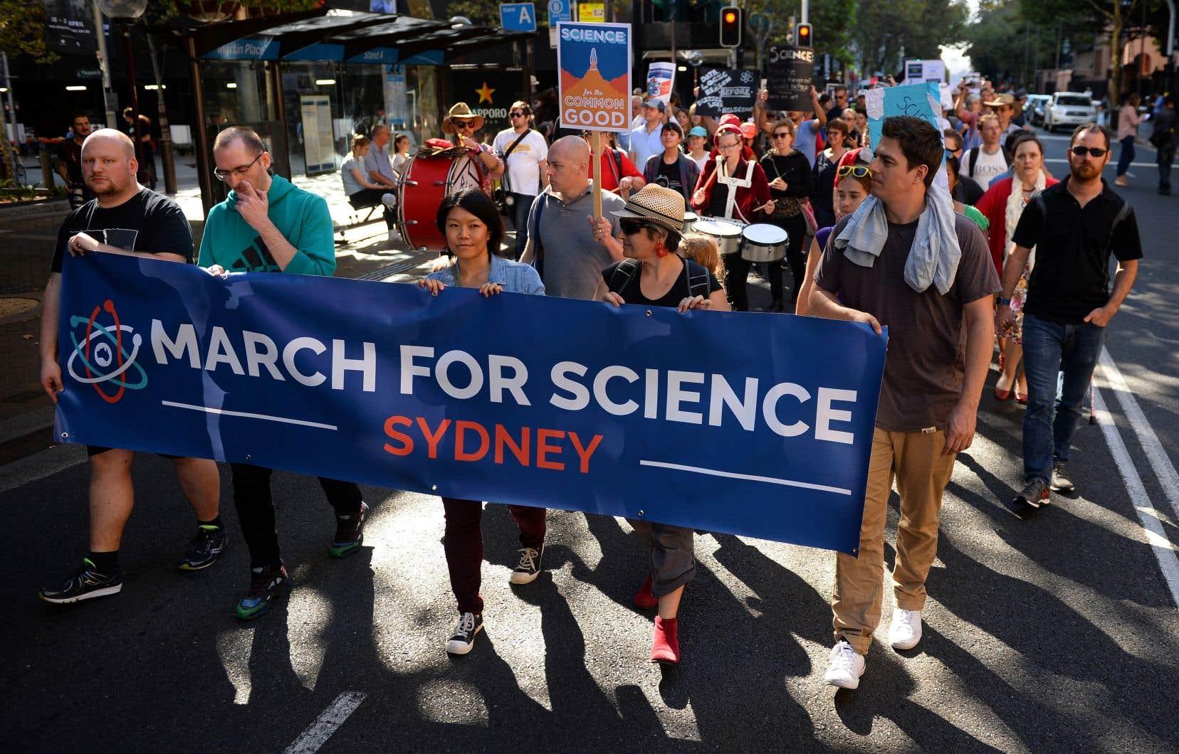 La Marche pour la science, qui se déroulera dans plusieurs pays, vise à faire contrepoids au contexte de désinformation scientifique, des «faits alternatifs» ou fausses nouvelles, précise les auteurs.