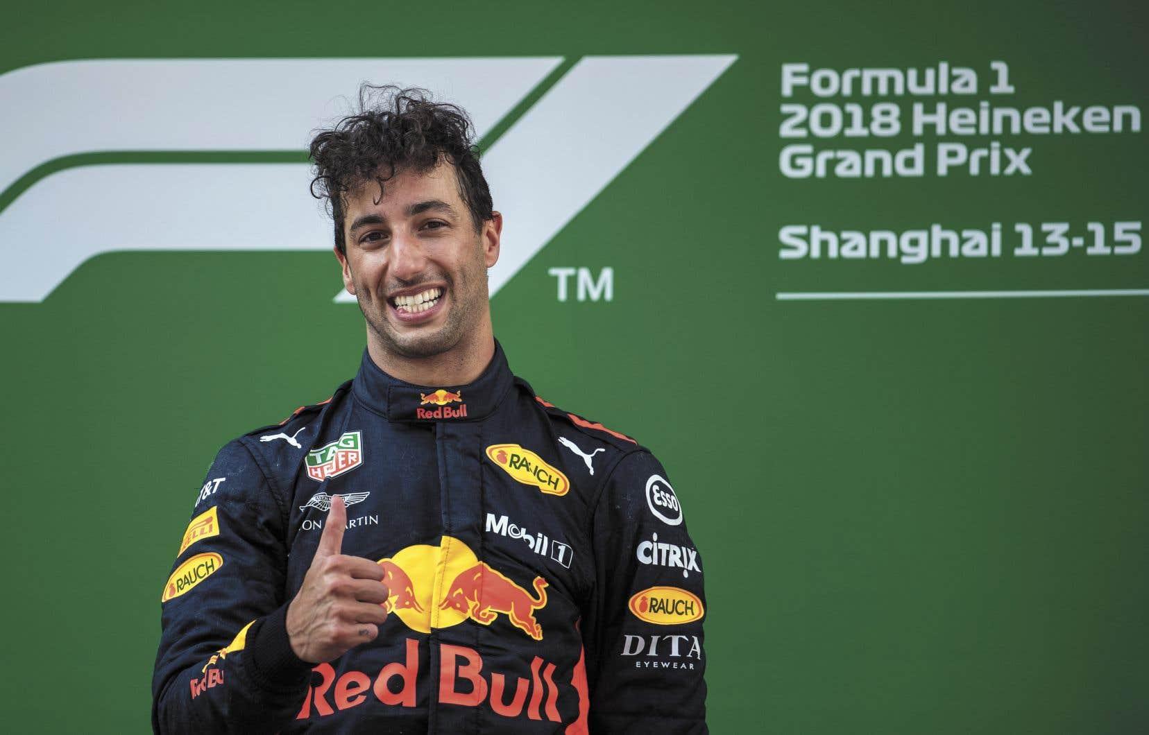 Daniel Ricciardo de Red Bull s'est imposé devant Valterri Bottas de Mercedes et Kimi Raikkonen de Ferrari.