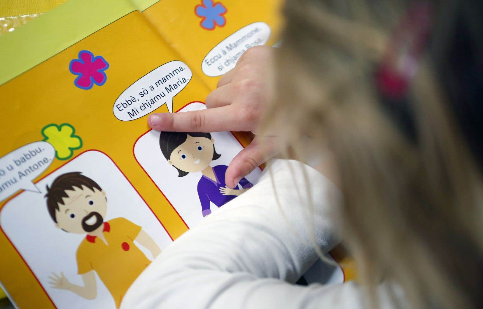 Les rudiments de la langue corse sont enseignés à l'école,mais la plupart des enfants n'en auront jamais la maîtrise véritable.