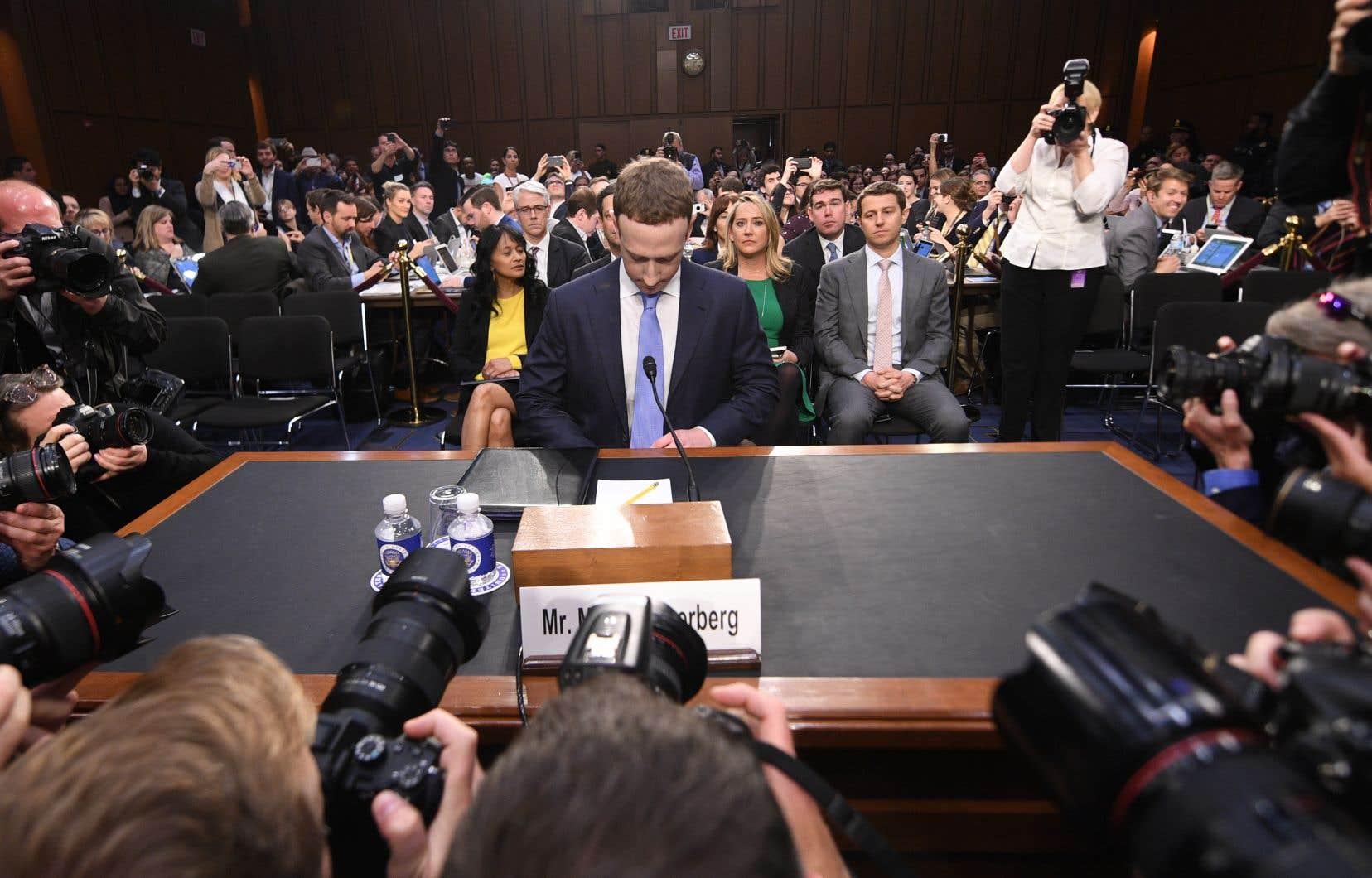 Mark Zuckerberg était de passage devant le Congrès américain la semaine dernière. Selon l'auteur, le fait que le siège social de Facebook soit situé aux États-Unis, et donc soumis aux lois américaines, est un avantage pour les agences de renseignement.
